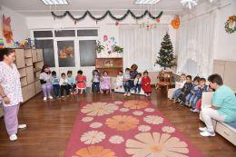 Дядо Коледа в I яслена група 2017 - ДГ Щастливо детство - Твърдица