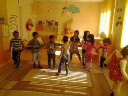 Честит първи юни 2016 - ДГ Щастливо детство - Твърдица